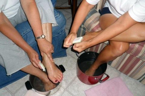 Spa night foot scrub with pumice