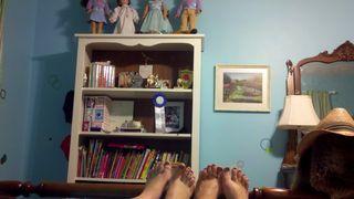 Girls weekend toes in bed