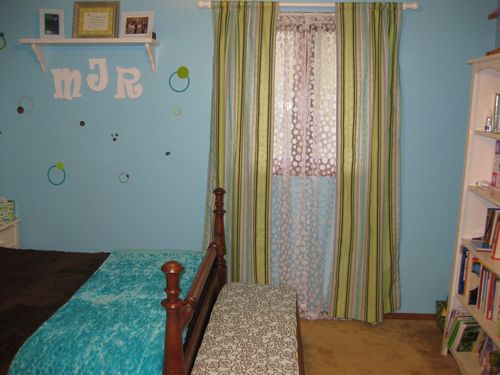turquoise and apple green polka dot room