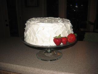 Here, pretty cake! Come to Mama!