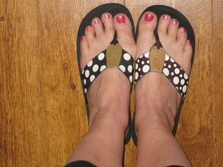 Intelligible painted toenails and flip flops