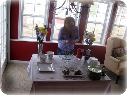 Dessert table setting it up