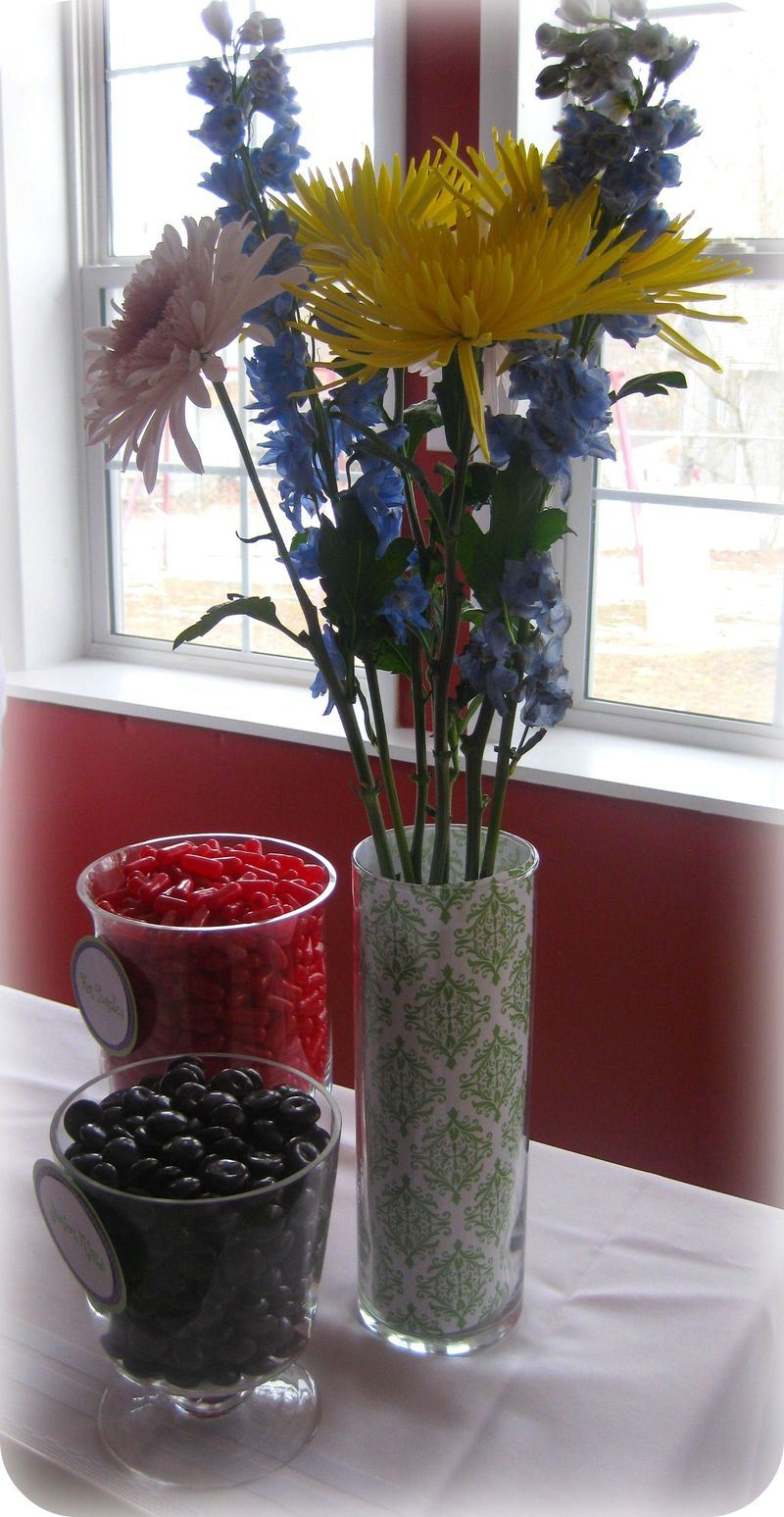 Dessert table custom flower vase
