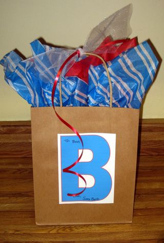 Dressing up a plain gift sack blue red