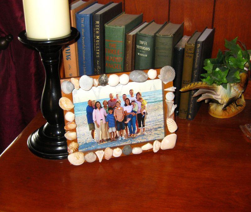 Favorite beach vacation craft - shell frame