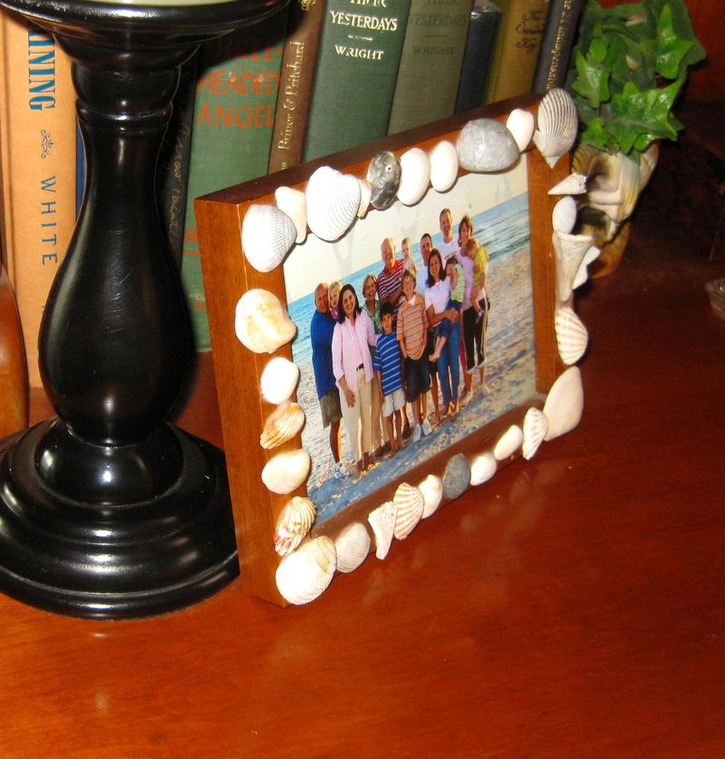 Favorite beach vacation craft -shell frame up close