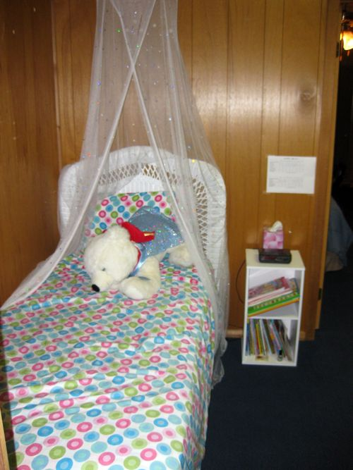 Summer cabin tour daughter bedroom