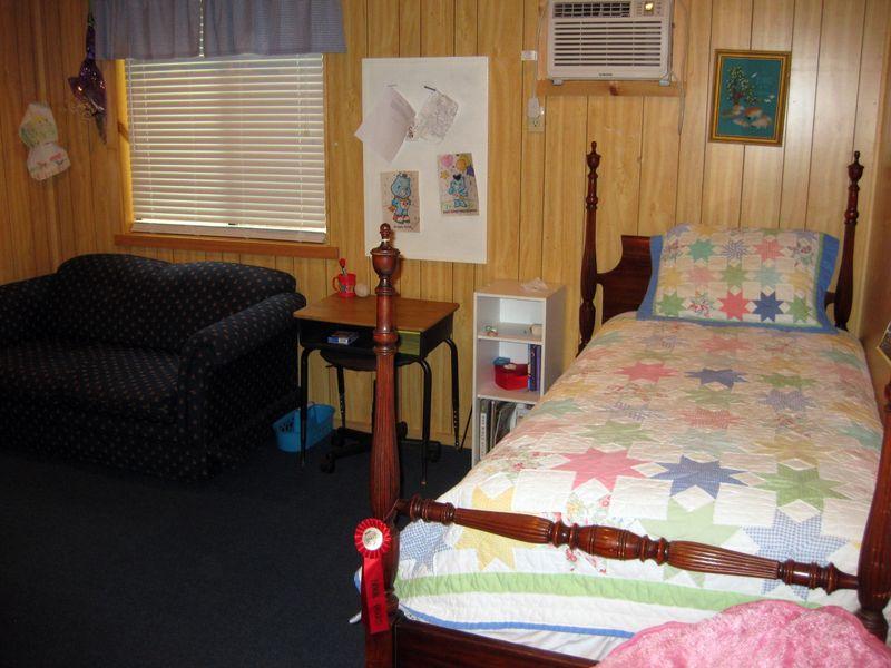 Summer cabin tour daughter bedroom 2