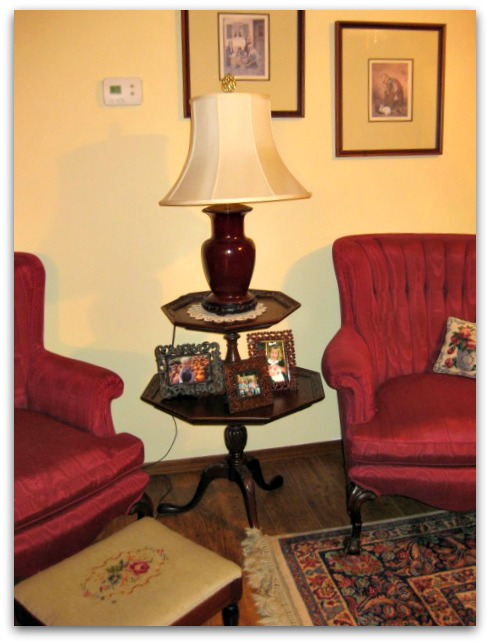 Other lamp table with red lamp