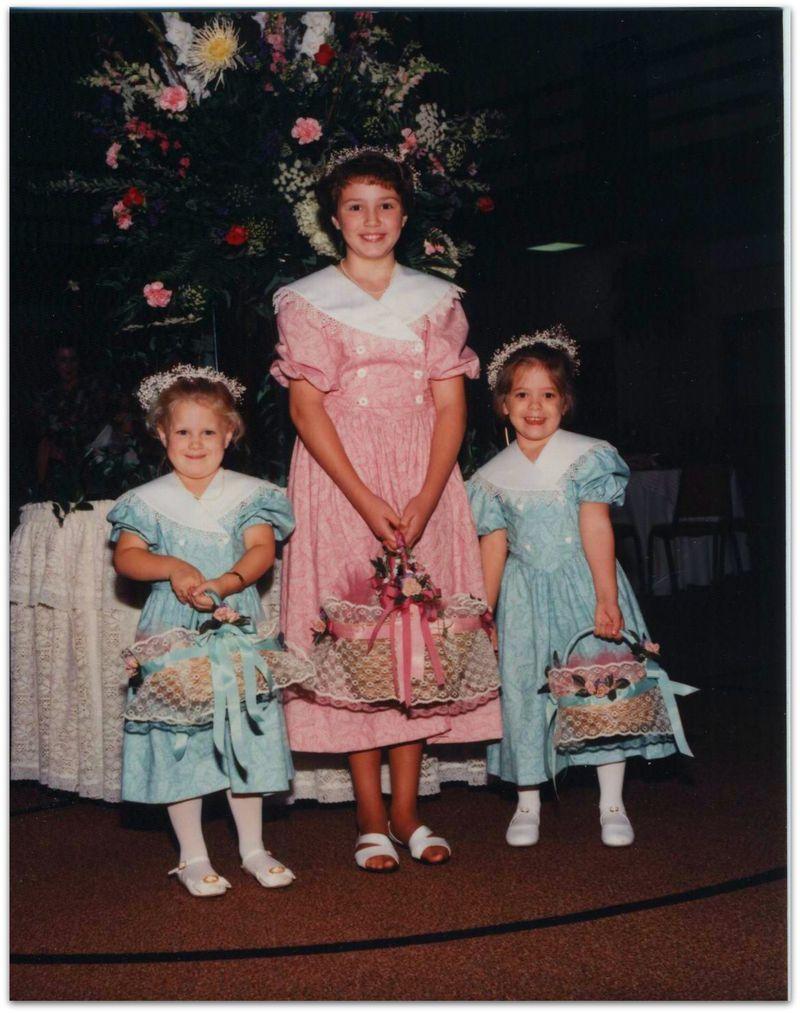 Wedding photo little girls